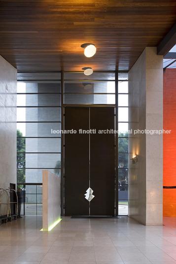 Ruy ohtake unique hotel leonardo finotti for 7047 design hotel