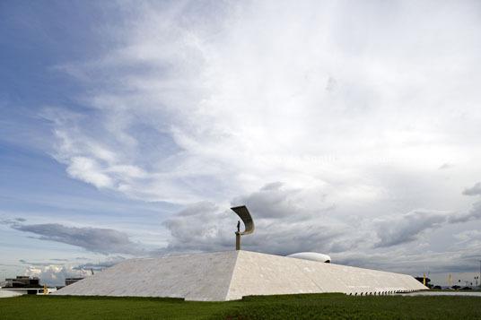 jk memorial oscar niemeyer