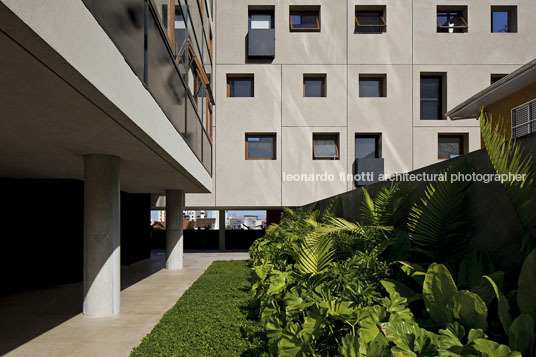 w305 building isay weinfeld