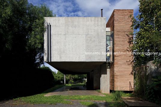 house in the air tda (taller de arquitectura)